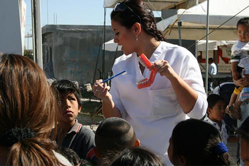 Plática de salud dental en comunidad